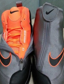 nike-air-zoom-flight-the-glove-oregon-state-grey-orange-03